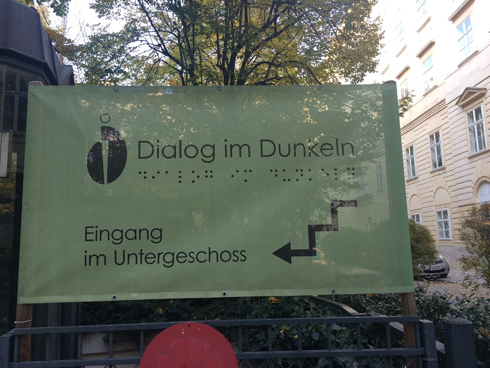 Dialogue in the dark - entrance