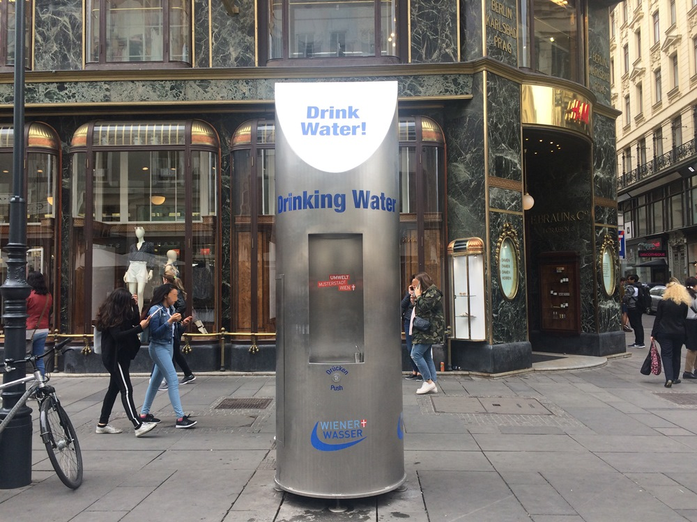 Mobile drinking fountain