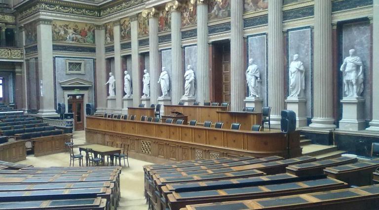 Historischer Sitzungssaal im Parlament in Wien