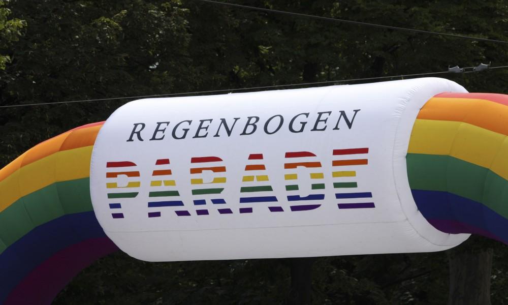 Beginn der Regenbogen Parade