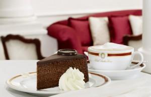 Original Sacher-Torte serviert-Copyright Hotel Sacher Wien
