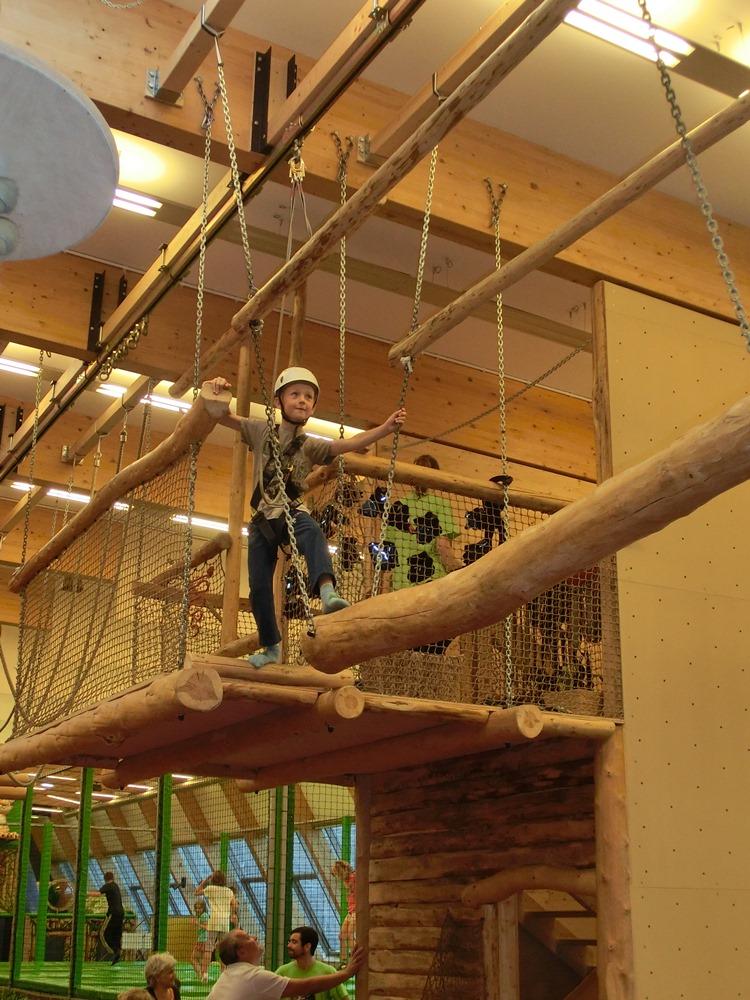 1. Indoor Hochseilklettergarten Wiens im Monki Park