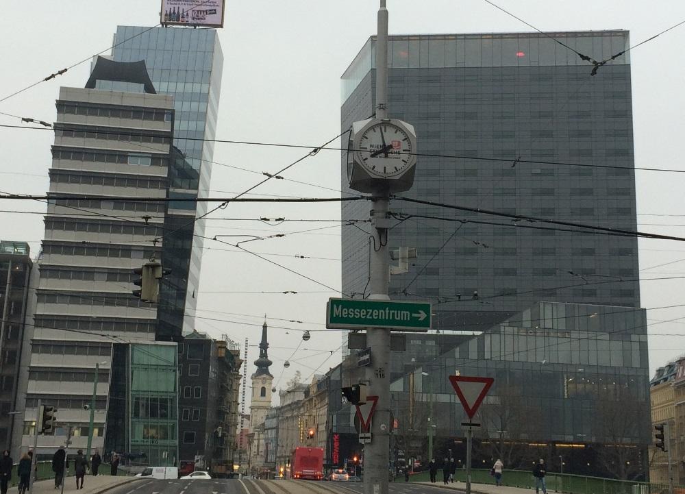 Würfeluhr am Schwedenplatz