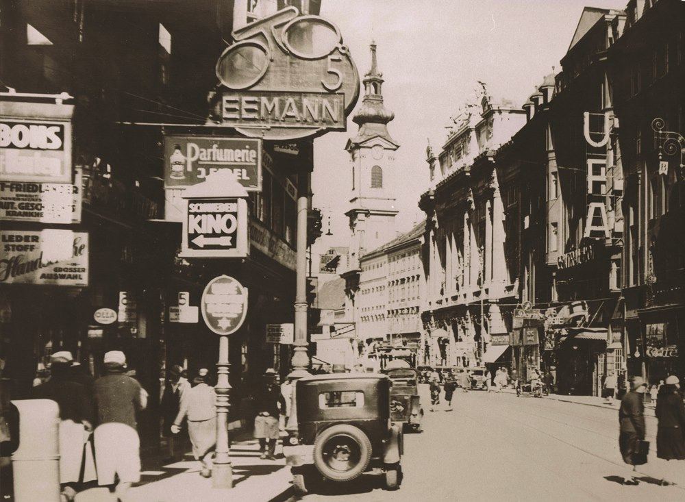 1930er, Taborstraße mit Kinowerbung