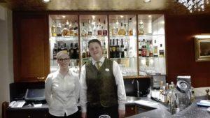 Janina aus Hamburg mit Gatronomiefachmann-Lehrling Nico
