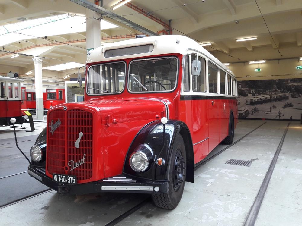 Historischer Bus im Tramwaymuseum